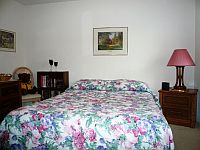 Guest bedroom of condo 2573,                      bed in queen size format. CLICK on picture to enlarge. Later CLOSE (x) large picture.