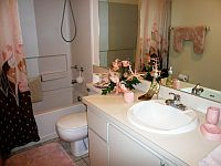Guest Bathroom of condo 2573. CLICK on picture to enlarge. Later CLOSE (x) large picture.