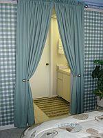 Bad des Master Schlafzimmers. KLICK aufs Bild vergroessert es. Spaeter grosses Bild schliessen mit (x).