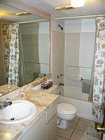Bad des Gäste Schlafzimmers. KLICK aufs Bild vergroessert es. Spaeter grosses Bild schliessen mit (x).